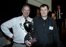 <p><strong>Sveriges bästa julskinka. NyhlénsHugoson var vinnare med produkten &#8221;NyhlénsHugoson kokt skinka&#8221;</strong></p> <p>Mikael Hugoson, vd, och Leif Johansson, plastchef på NyhlénsHugoson tog emot priset.</p>