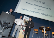 "<p><strong>Sveriges bästa julskinka. NyhlénsHugoson var vinnare med produkten ""NyhlénsHugoson kokt skinka""</strong></p> <p>Mikael Hugoson, vd, och Leif Johansson, plastchef på NyhlénsHugoson tog emot priset.</p>"
