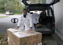<p><strong>Chark-SM skänker ett ton charkprodukter till Stadsmissionen och Frälsningsarmén</strong><br /> 4 oktober 2010</p> <p><em>Lasse Buxfeldt från Stadsmissionen.</em></p>