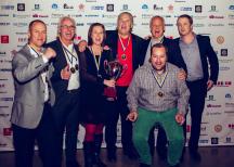<p><strong>Lindvalls Chark<br /> </strong></p> <div> <p>Klass: Skinnfri korv<br /> Produkt: Ost &amp; Bacon</p> <p>Kommentar från Jan Lindvall, farbrikschef på Lindvalls Chark:<br /> <em></em><em>Vi är specialiserade på skinnfri korv, så vi är givetvis väldigt glada. Att vinna i Chark-SM är både ett bevis på att vi är duktiga och viktigt för personalen och deras stolthet.</em></p> </div> <div> <p>Foto: Dino Soldin</p> </div>